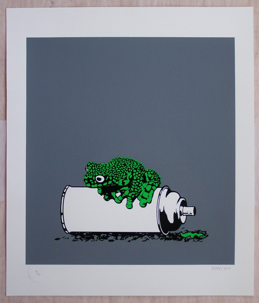 Image of Frog on a spraycan