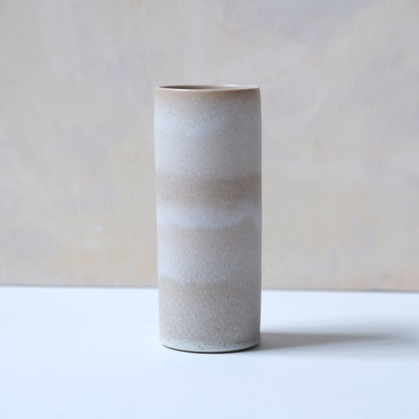 Image of UNIKA CYLINDER IN EARTH WHITE GLAZE 1