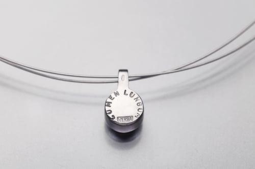"Image of ""Far light"" silver pendant with chrysolite  · LUMEN LUNGUM ·"