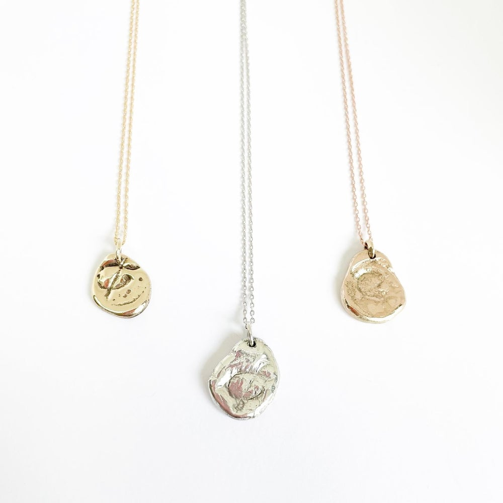 """Image of """"&""""  Medallion necklace in 9ct solid gold"""