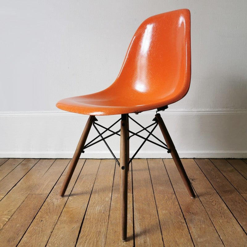Image of DSW Chair Orange by Charles & Ray Eames - Herman Miller