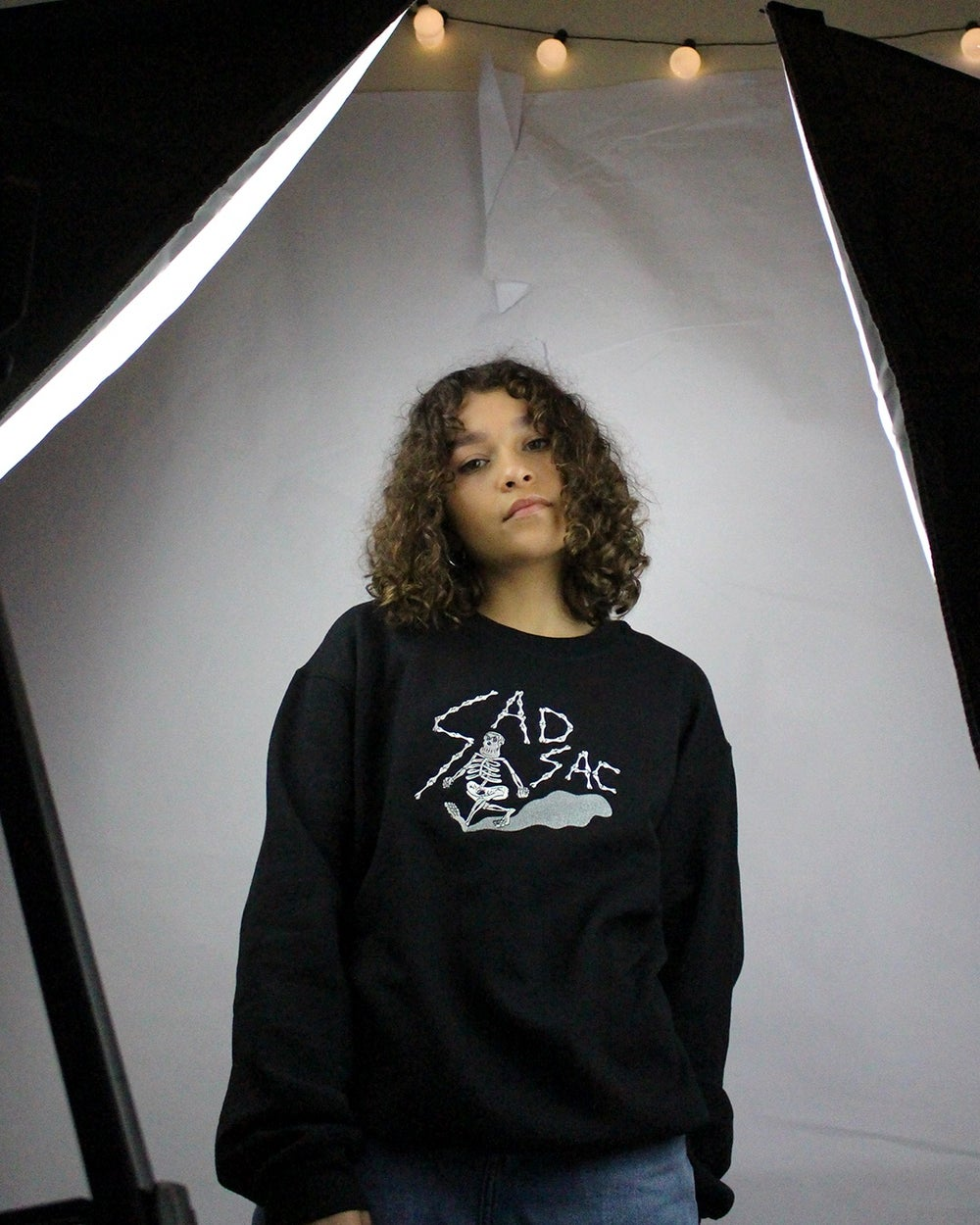 "Image of ""Isolation walk"" embroidered sweatshirt (Black)"