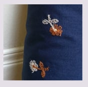 Image of Tissu: embroidered flowers
