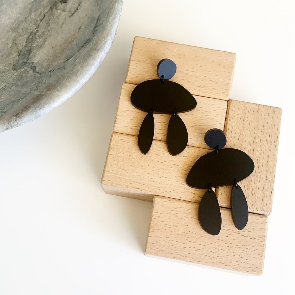 Image of Balanced Black Dangles