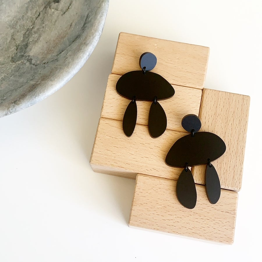 Image of Balanced Black Dangles