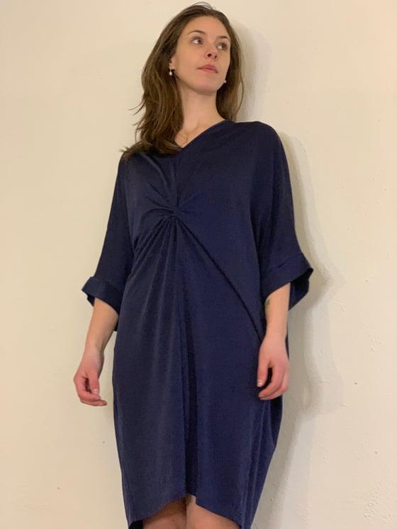 Image of Mørkeblå kjole