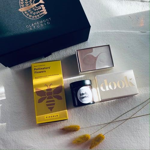 Image of Bee Kinder Gift Box