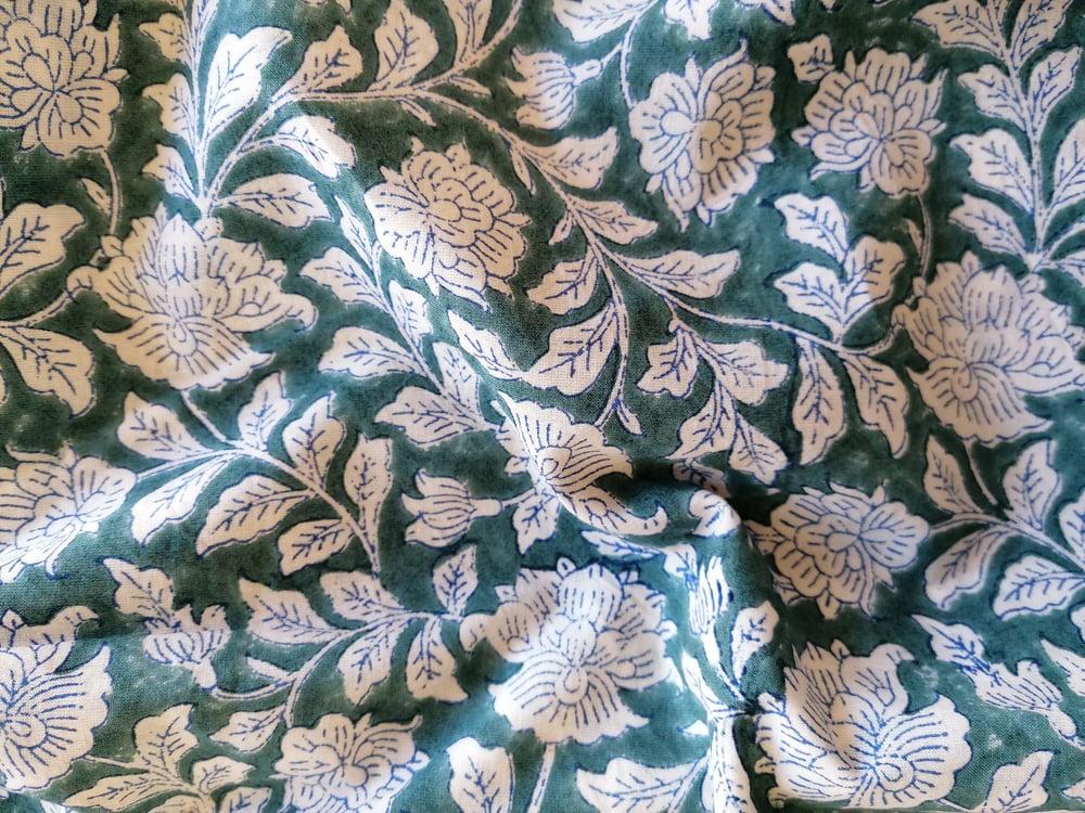 Image of Namasté fabric rosiers fond vert