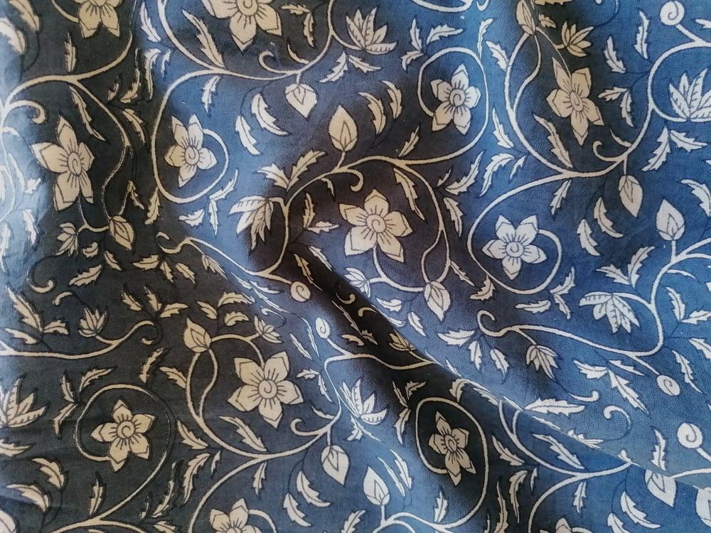 Image of Namasté fabric bleu fleurs blanches