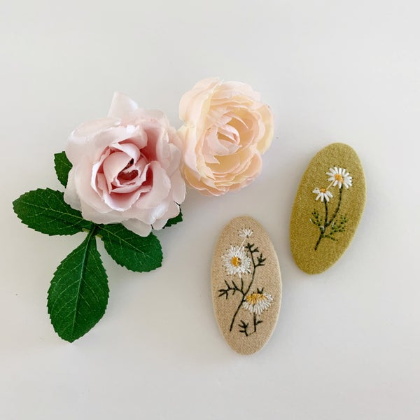 Image of Embroidered Wildflowers Hair Clip