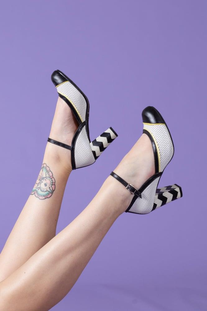 Image of Zapato alto blanco y negro