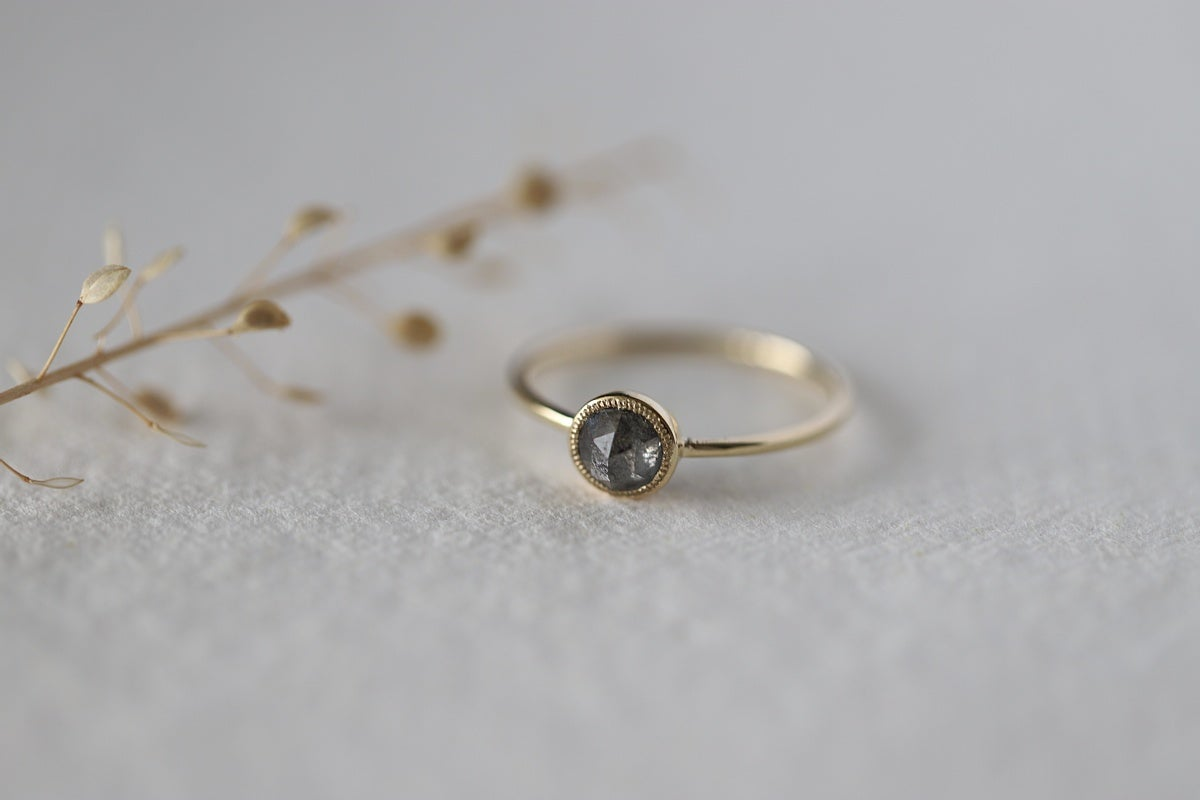 Image of 18ct gold, Grey rose-cut diamond ring IOW170