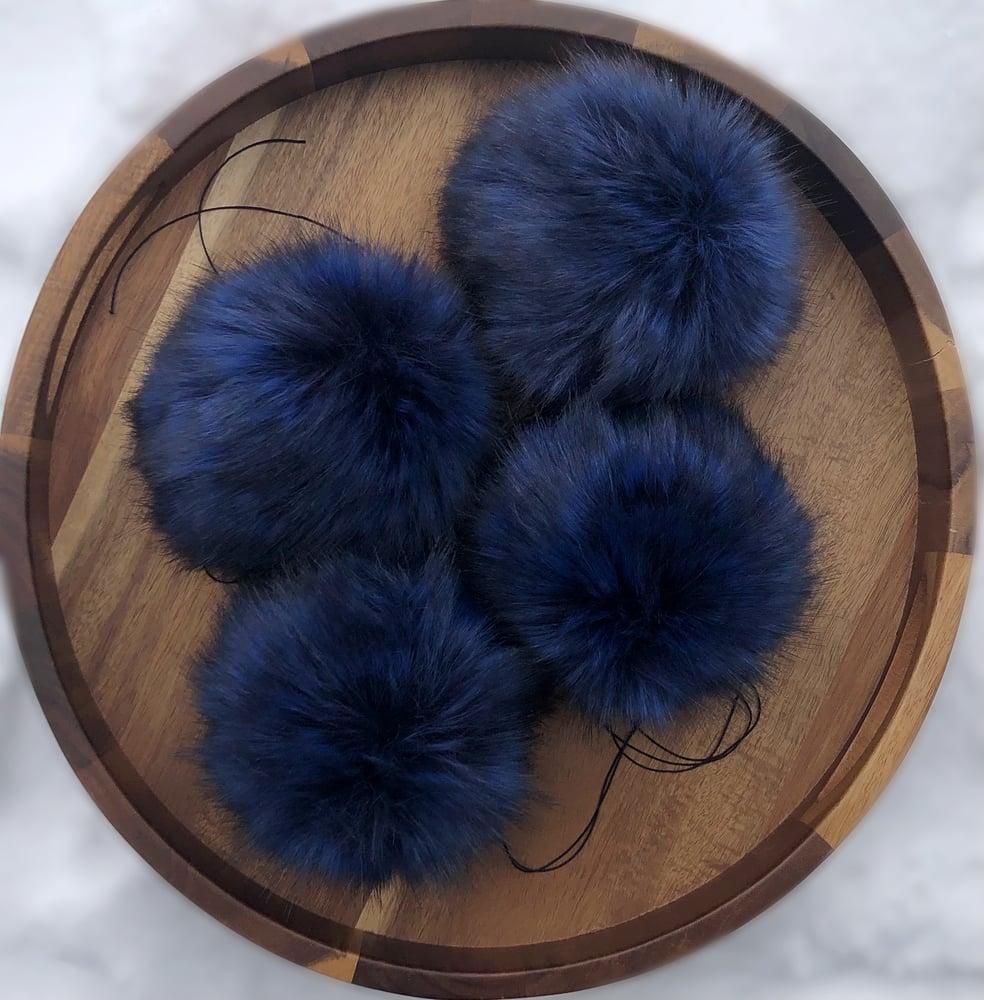 Image of Sapphire Pom