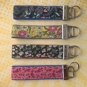 Image of Mum in a Million floral keyfob