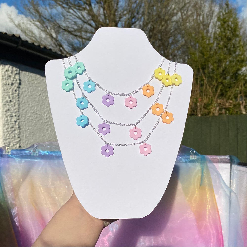 Image of Cut-Out Dazy Chain (2 Colours)