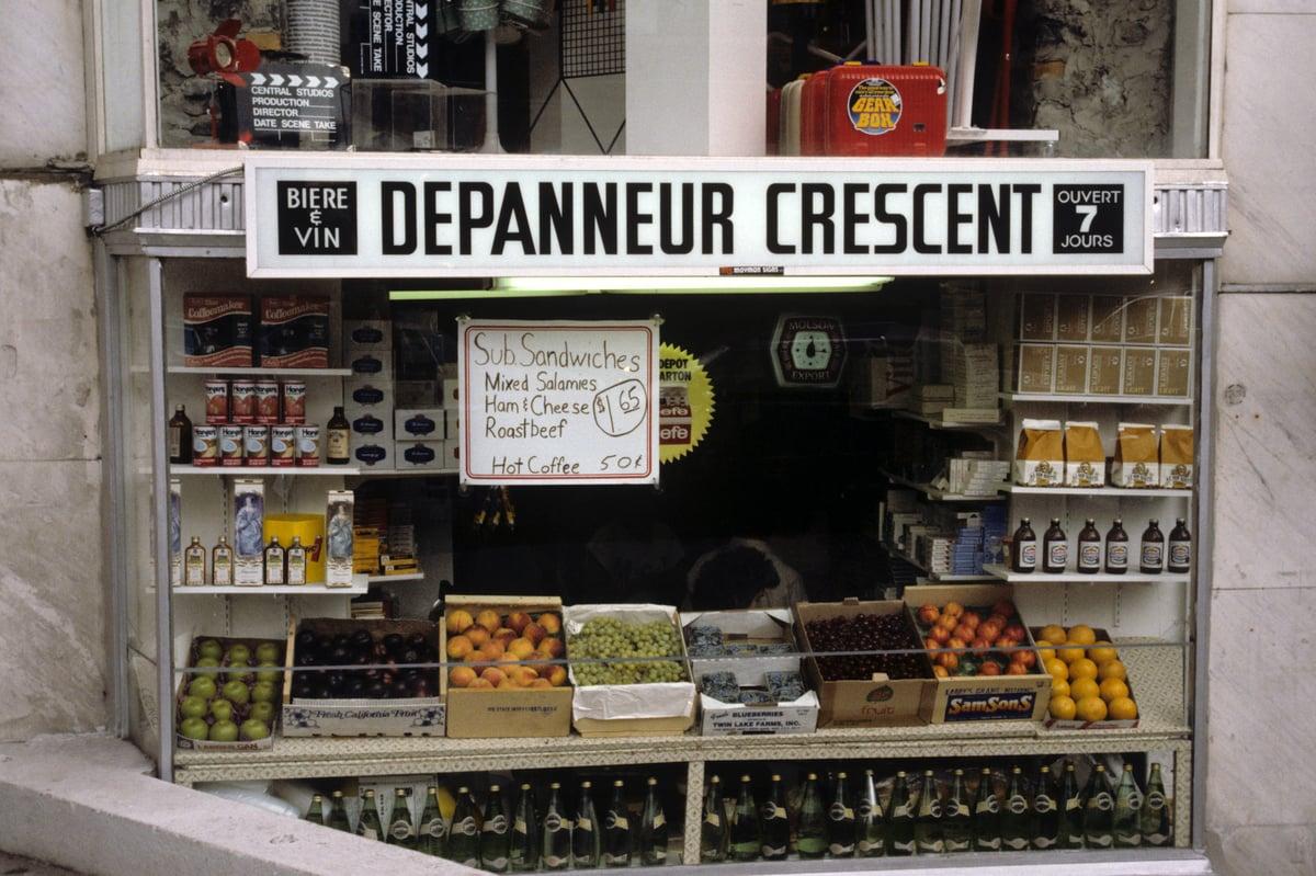Depanneur Crescent street photography