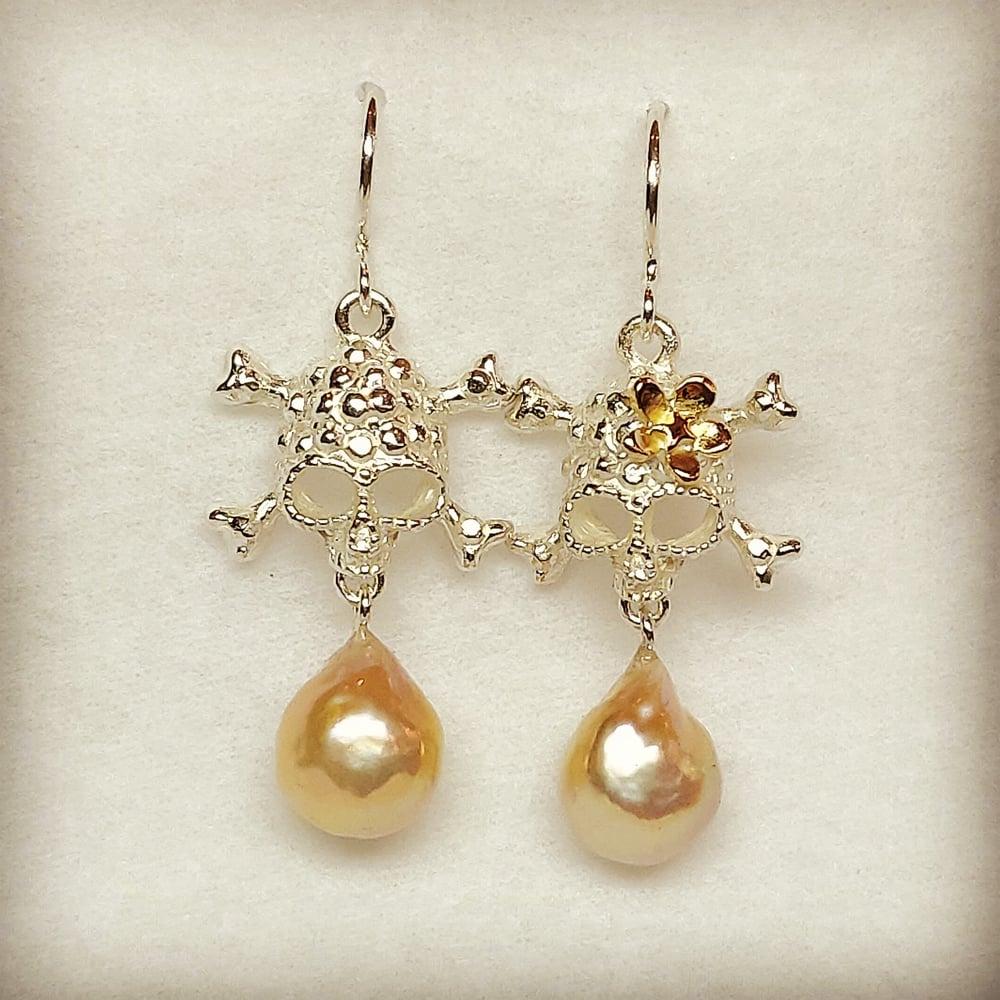Beeld van Skulls with pearls