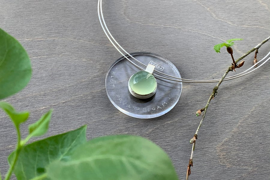 "Image of ""To become vernal"" silver pendant with prehnite · VERNARE ·"