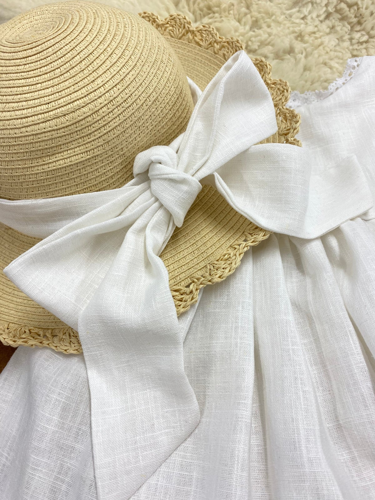Floppy hat with large linen bow