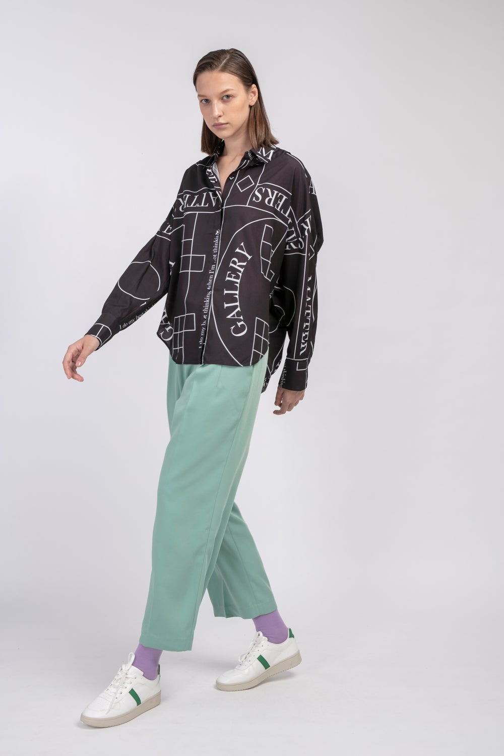 Loose Fit Capri Shirt with Pattern 'Not' / Black