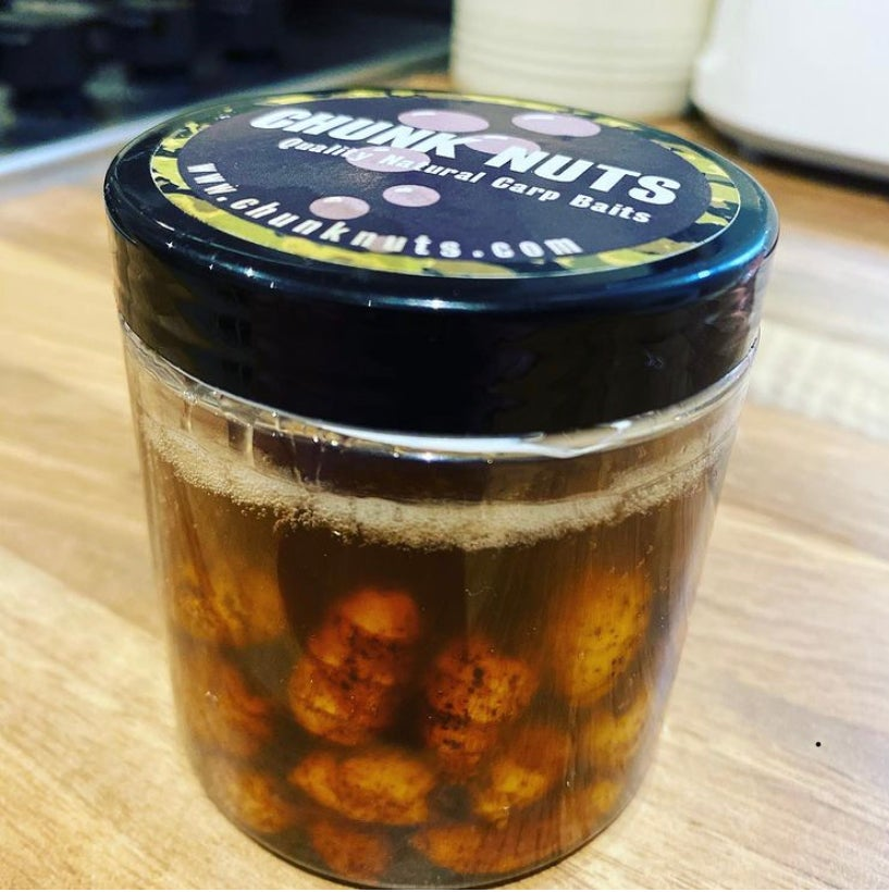 Image of Chunk Nuts 250ml XL Golden hook baits