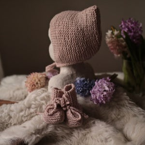 Image of Frederick Pixiehat and booties - rose quarz- size 3-6 months