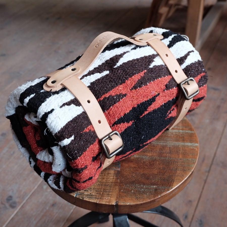 Image of Blanket + straps