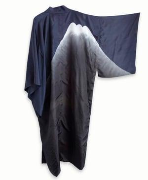 Image of Sort-grå silke kimono til herre med Mount Fuji's silhuette