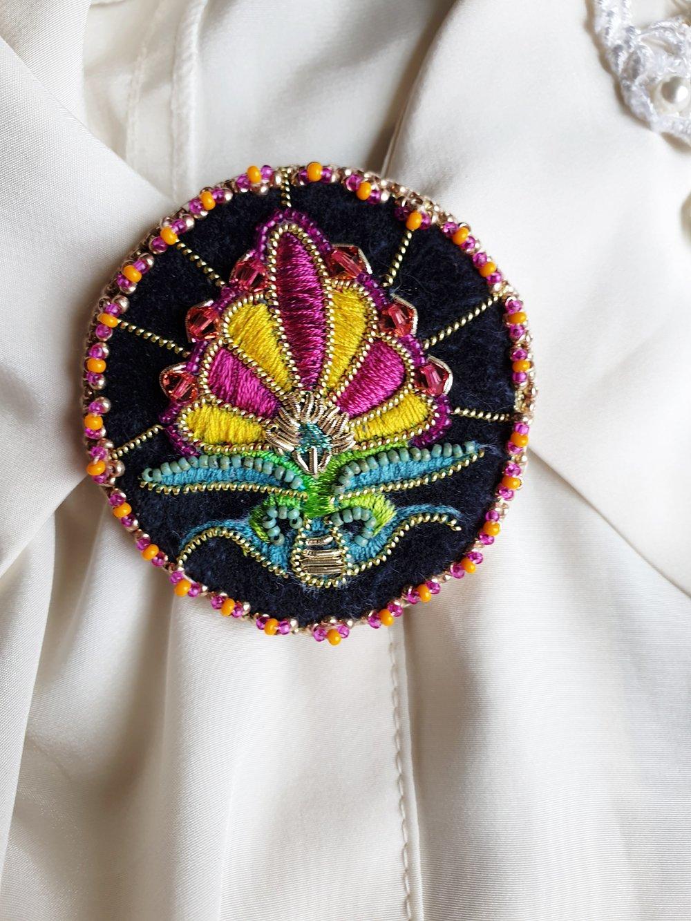 Image of Broche pin's HOLI
