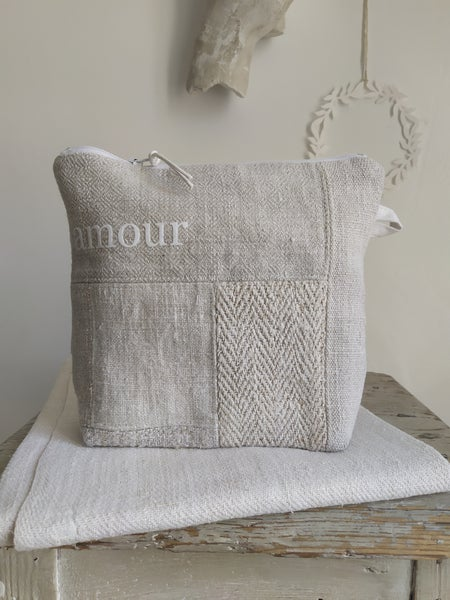 Image of Trousse {T20-03.38} Amour