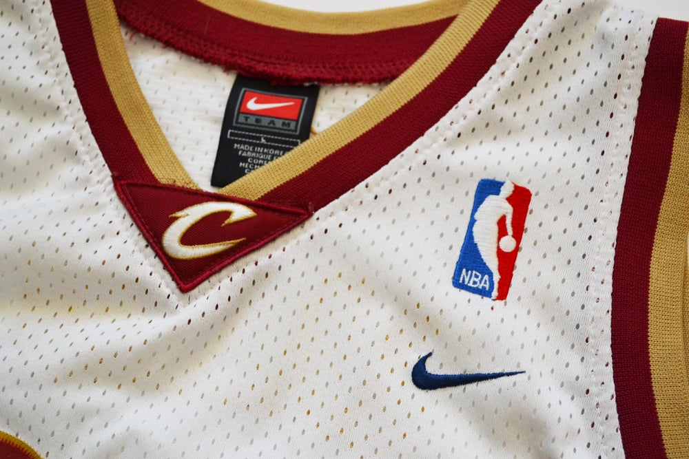 Image of Vintage 2000's Cleveland Cavaliers Lebron James Nike Swingman Jersey Sz.L (Youth)