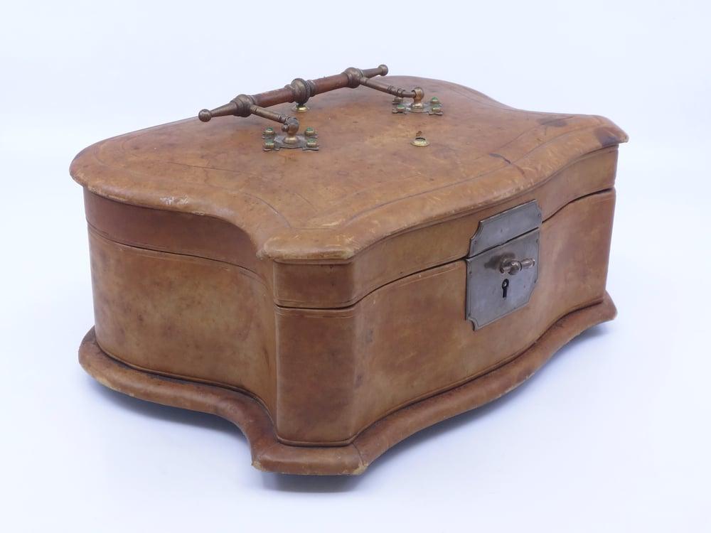 Image of Coffret à bijoux ancien en cuir et soie époque XIXème