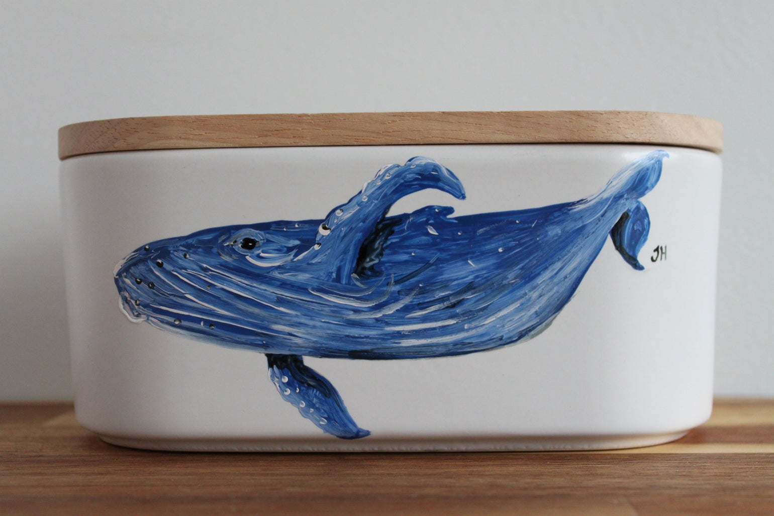 Image of Humpback Whale Canister