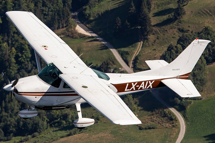 Image of Cessna 182Q LX-AIX