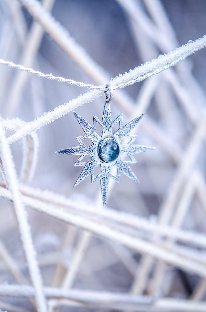 Image of aquamarine snowflake