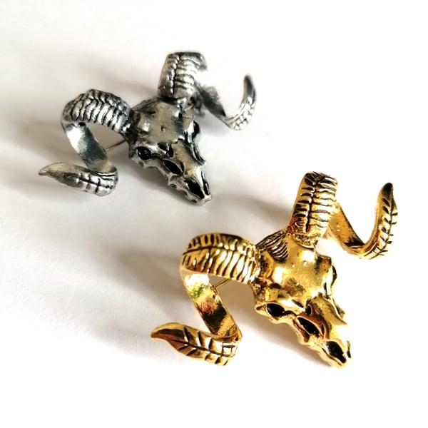 Image of Molten Ram Skull Pin
