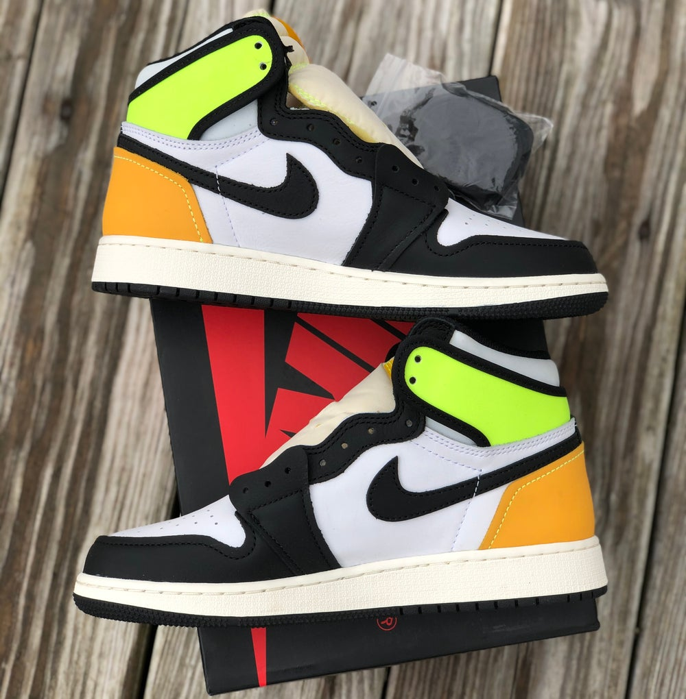 Jordan 1 High Black Volt