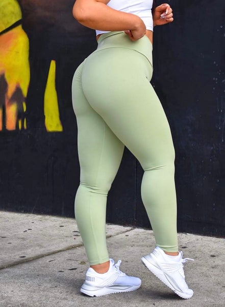 Image of QUEEN SCRUNCH BOOTY LEGGINGS OLIVE GREEN