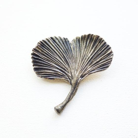 Image of Broche feuille de gingko