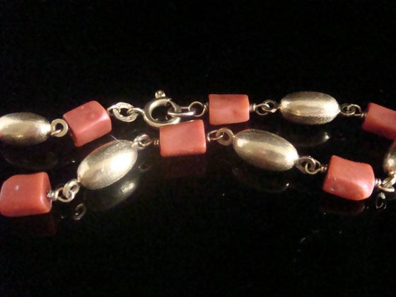 Image of Retro 1960s 18ct yellow gold natural coral bracelet