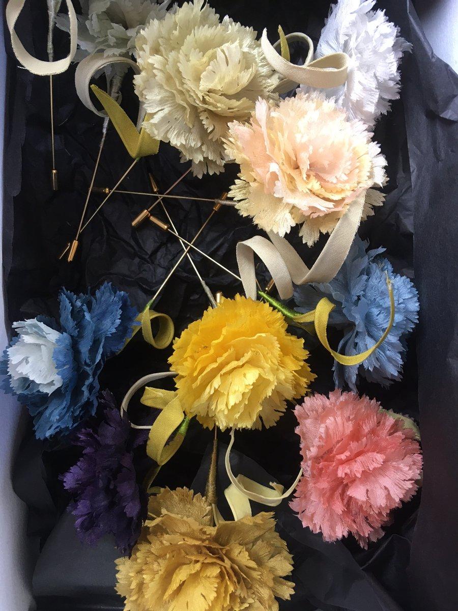 Image of Oeillet en soie Teinture Naturelle - Silk Carnation Natural Dye