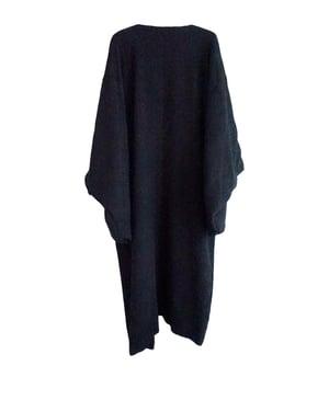 Image of Sort silkekimono - i strikkvalitet m.  småblomstret for