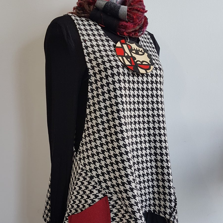 Image of wool hounds tooth vest...medium