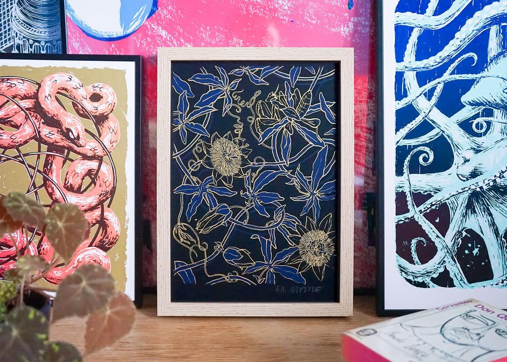 "Image of silkscreen print ""Orchid mantis"" (gold)"
