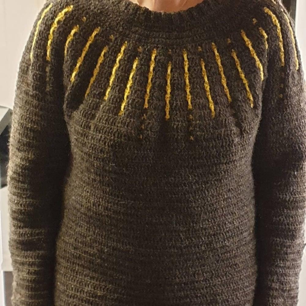 """Image of """"Shooting star"""" sweater, hækleopskrift"""