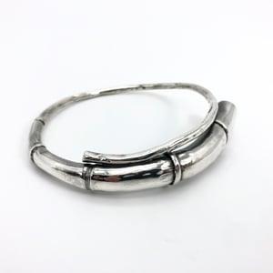Image of Silver Tendril Bangle Bracelet 04