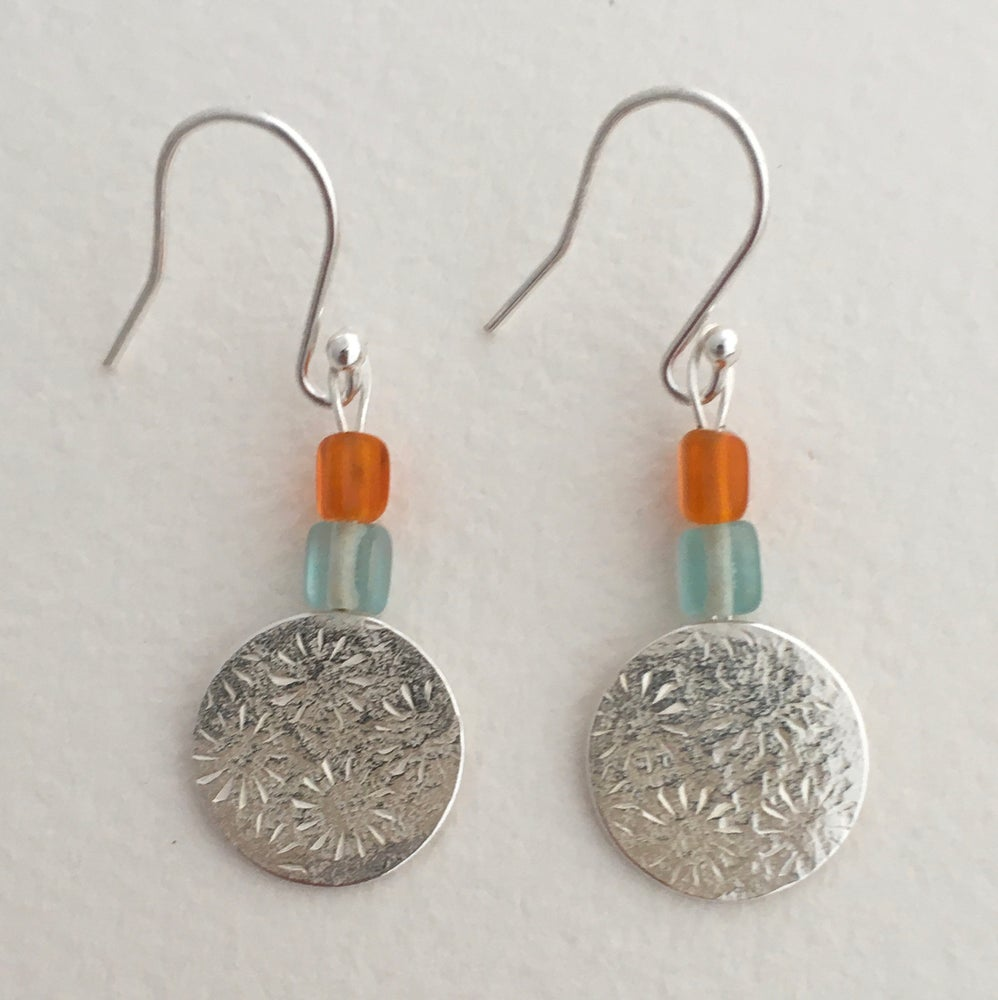 Image of Circle hammered and star pattern earrings with glass beads