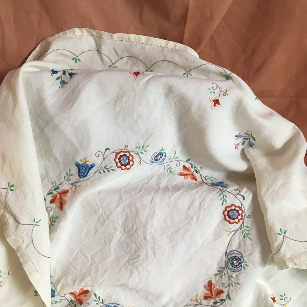 Image of Linen hand embroidered tablecloth