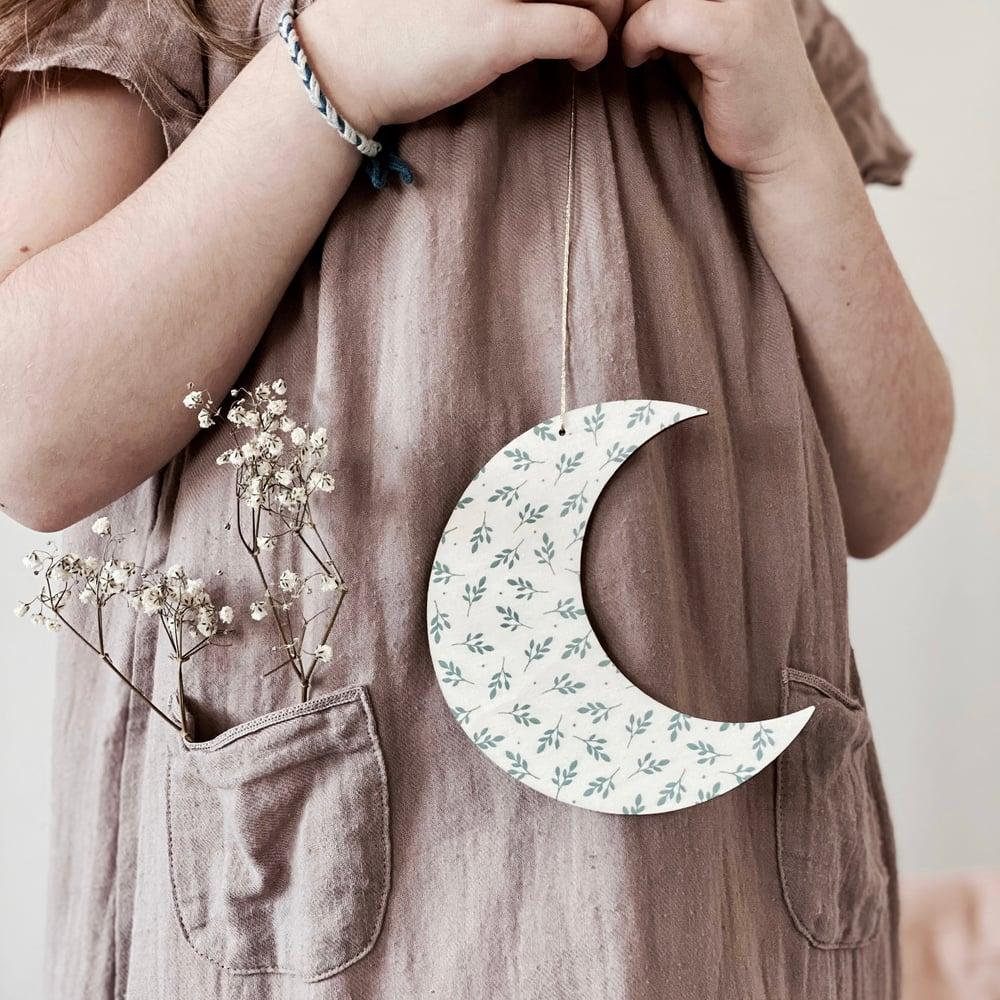 Image of Lune en bois feuillage