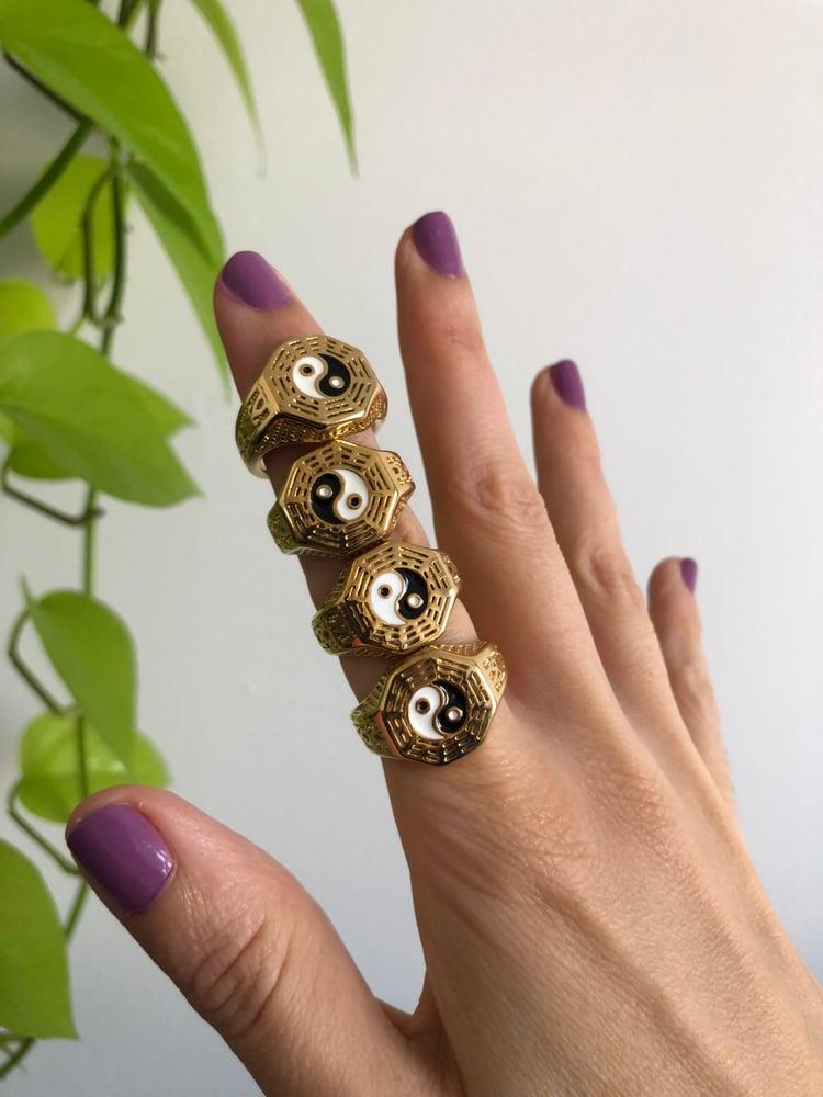 Image of YIN YANG GOLD PATTERN RING